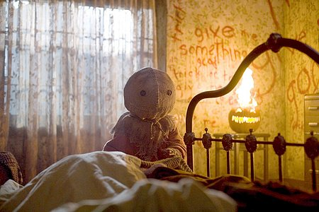 "Warner Premiere & Legendary Pictures presents ""Trick 'r Treat"""
